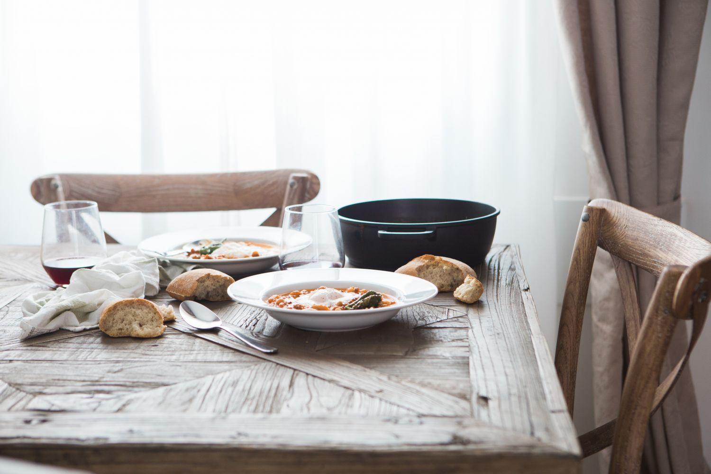 Gedeckter Tisch. Thema: Gastronomie